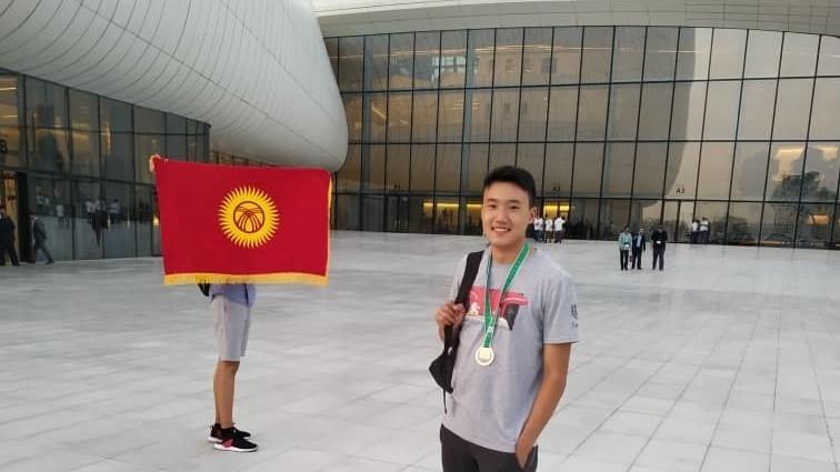 Дважды победивший на республиканской олимпиаде Өмүрбек удостоился бронзовой медали в Азербайжане
